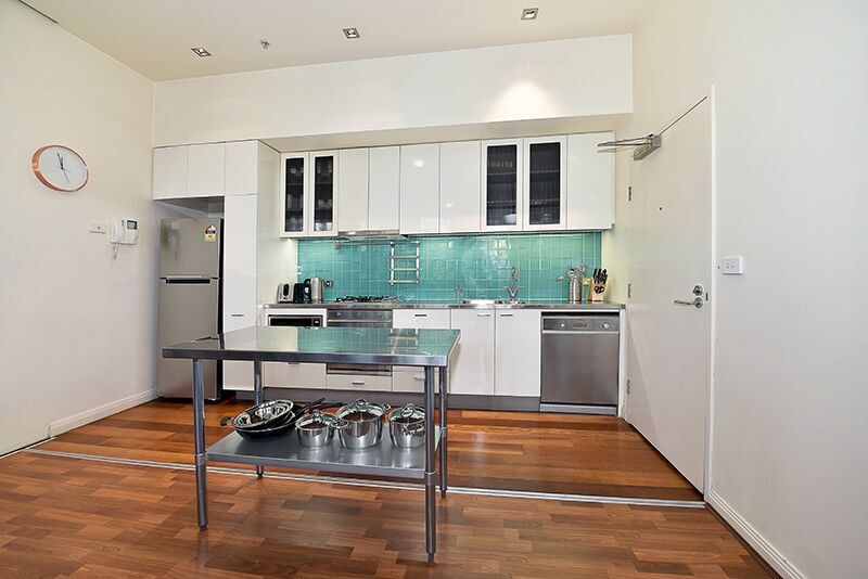 336-Russell-Street-Melbourne-Kitchen-Unilodgers