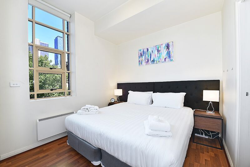 336-Russell-Street-Melbourne-Bedroom-Unilodgers
