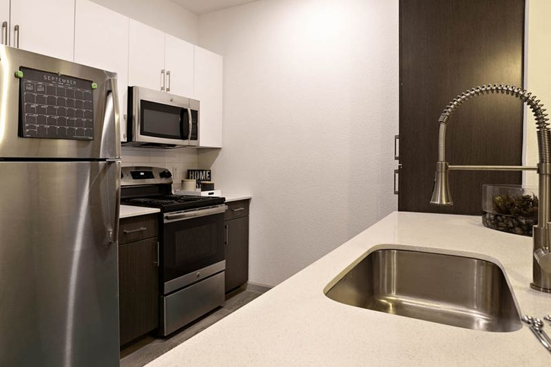 Liv-Arlington-TX-Kitchen-4-Unilodgers
