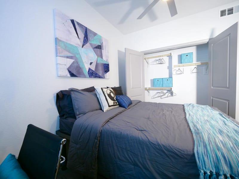 Liv-Arlington-TX-Bedroom-7-Unilodgers