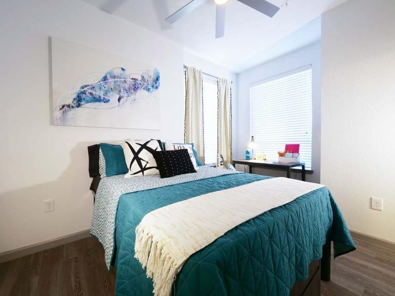 Liv-Arlington-TX-Bedroom-Unilodgers