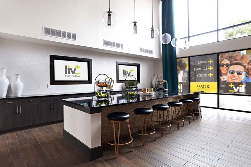Liv-Arlington-TX-Communal-Kitchen-Unilodgers