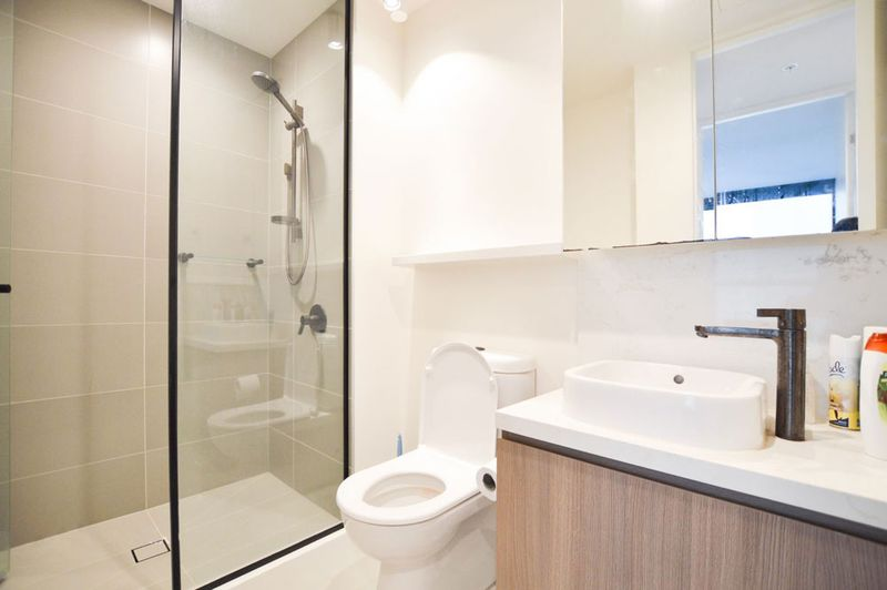 1312-23-Mackenzie-Street-Melbourne-Student-Accommodation-Melbourne-Bathroom-Unilodgers