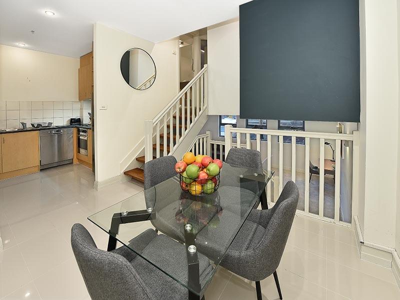 402-408-La-Trobe-Street-Melbourne-Dining-Area-Unilodgers