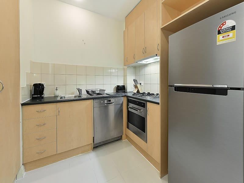 402-408-La-Trobe-Street-Melbourne-Kitchen-Unilodgers