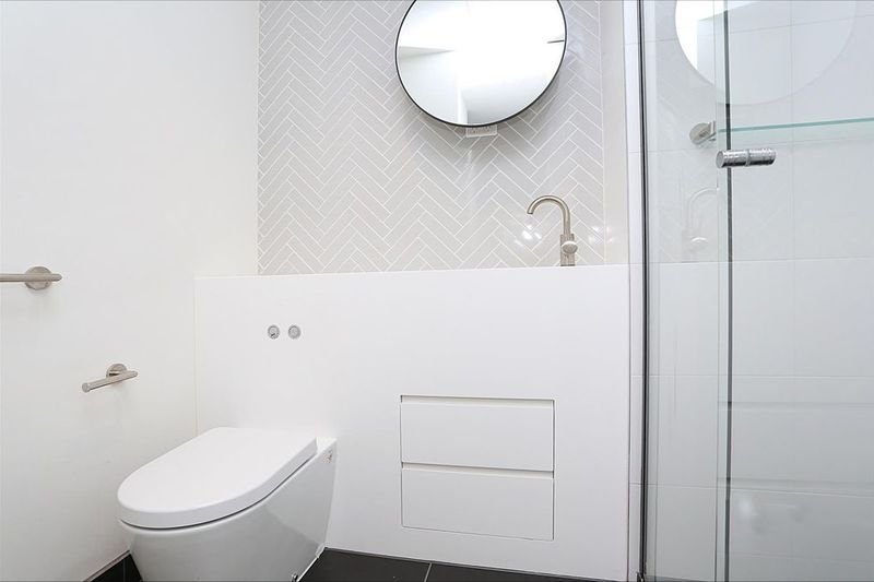 4809-135-A'Beckett-Street-Melbourne-Student-Accommodation-Melbourne-Bathroom-Unilodgers