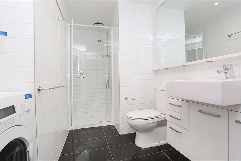 3203-241-City-Road-Southbank-Student-Accommodation-Melbourne-Bathroom-Unilodgers