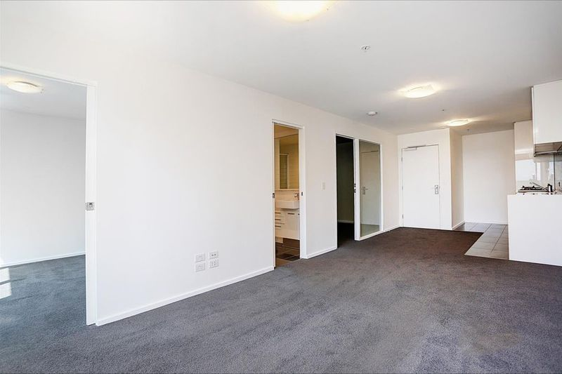 3203-241-City-Road-Southbank-Student-Accommodation-Melbourne-Living-Area-2-Unilodgers