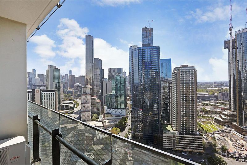 3203-241-City-Road-Southbank-Student-Accommodation-Melbourne-Balcony-2-Unilodgers