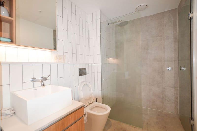 805-23-Batman-Street-West-Melbourne-Student-Accommodation-Melbourne-Bathroom-Unilodgers