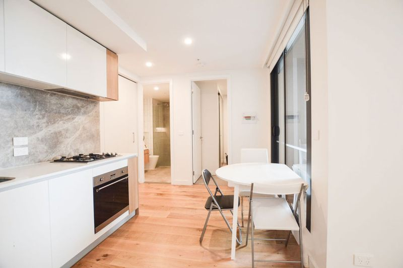 805-23-Batman-Street-West-Melbourne-Student-Accommodation-Melbourne-Kitchen-With-Dining-Unilodgers