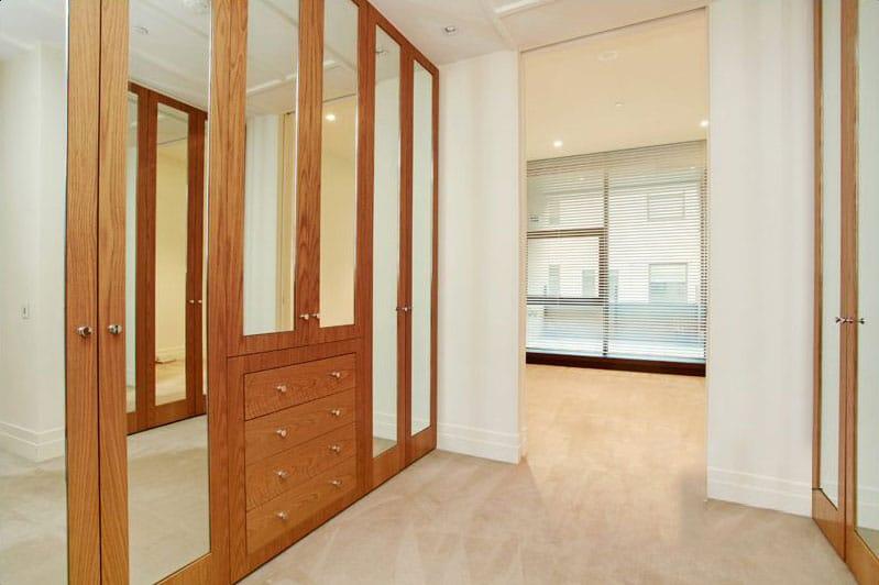402-150-Clarendon-Street-East-Melbourne-Student-Accommodation-Melbourne-Bedroom-1-Unilodgers