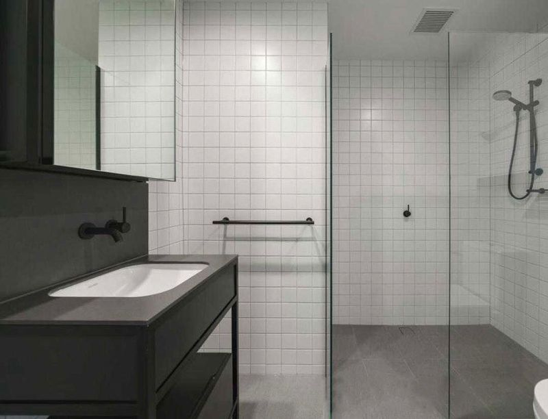510-1-Porter-Street-Hawthorn-East-Student-Accommodation-Melbourne-Bathroom-Unilodgers
