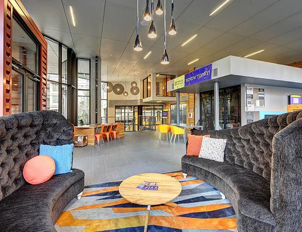 TWELVE-At-U-District-Seattle-WA-Lounge-Area-Unilodgers