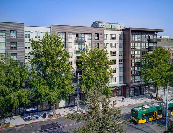Hub-U-District-Seattle-WA-Exterior-Unilodgers
