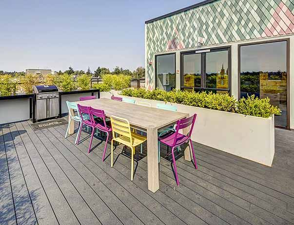 Hub-U-District-Seattle-WA-Rooftop-Lounge-1-Unilodgers