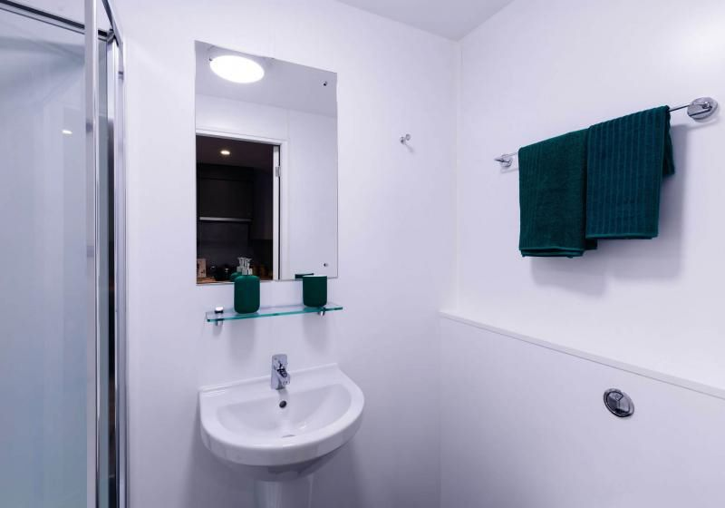 iQ-Weaver-Place-Coventry-Bathroom-Unilodgers
