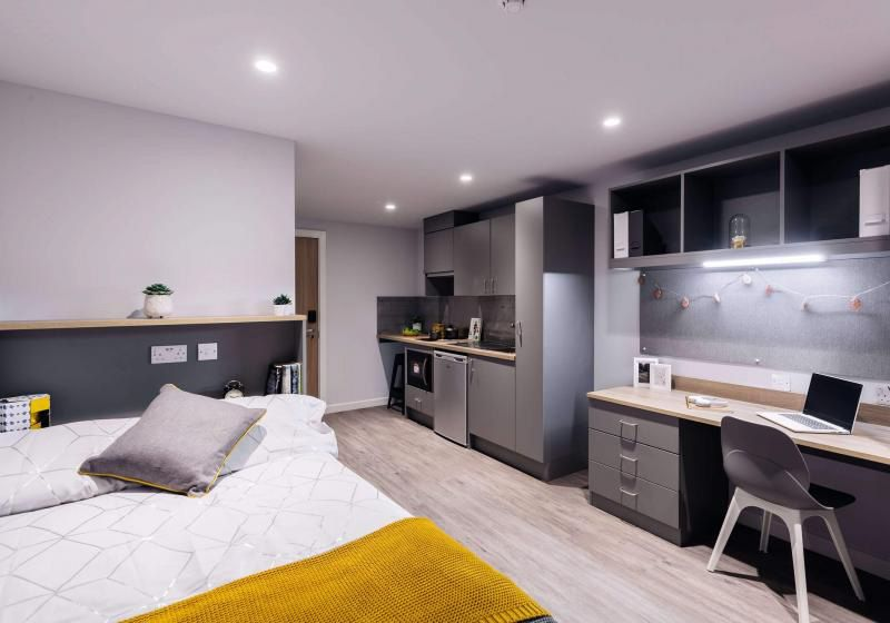 iQ-Weaver-Place-Coventry-Bedroom-Unilodgers