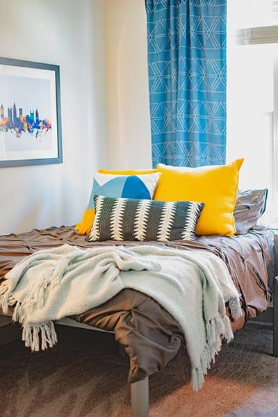 Signature-West-Midtown-Atlanta-GA-Bedroom-Unilodgers