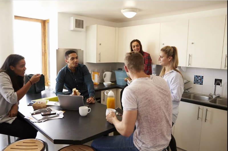 Forest-Court-Loughborough-Kitchen-Area-Unilodgers