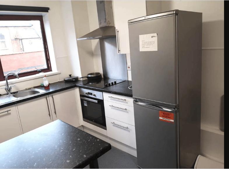 Forest-Court-Loughborough-Kitchen-1-Unilodgers