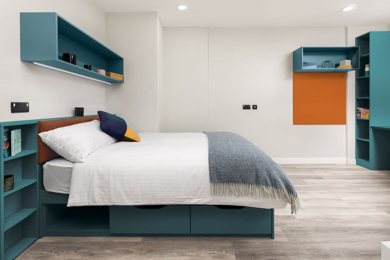 Highfield-House-Dublin-Deluxe-Bedroom-Unilodgers
