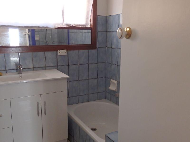Unit-1-47-Jaguar-Drive-Clayton-Student-Accommodation-Melbourne-Bathroom-Unilodgers