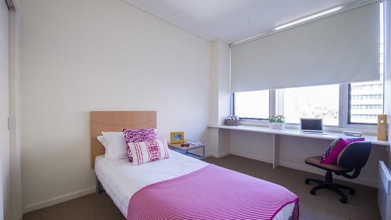 UniLodge-@-550-Lygon-Melbourne-Bedroom-Unilodgers