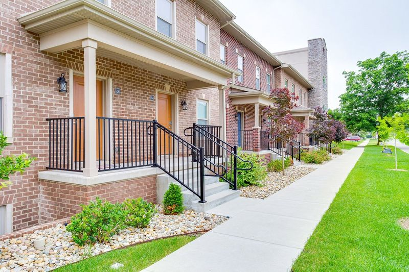 Darby-Row-Apartments-South-Bend-IN-Exterior-Unilodgers