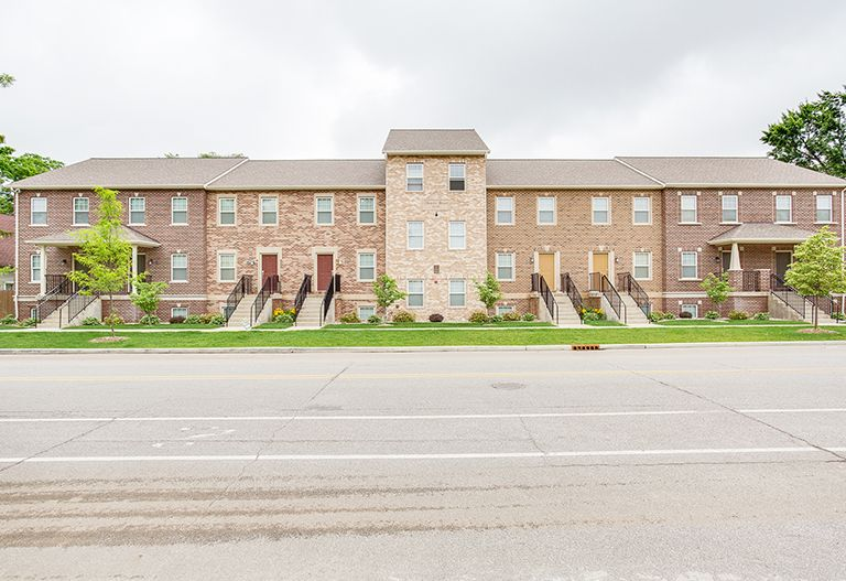 Darby-Row-Apartments-South-Bend-IN-Exterior-1-Unilodgers