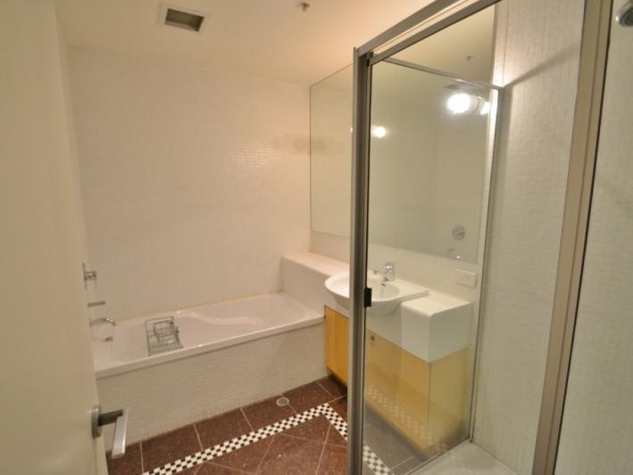 203-258-flinders-lane-melbourne-student-accommodation-Melbourne-Bathroom-Unilodgers