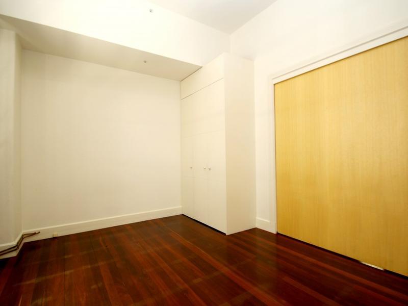 203-258-flinders-lane-melbourne-student-accommodation-Melbourne-Bedroom-3-Unilodgers
