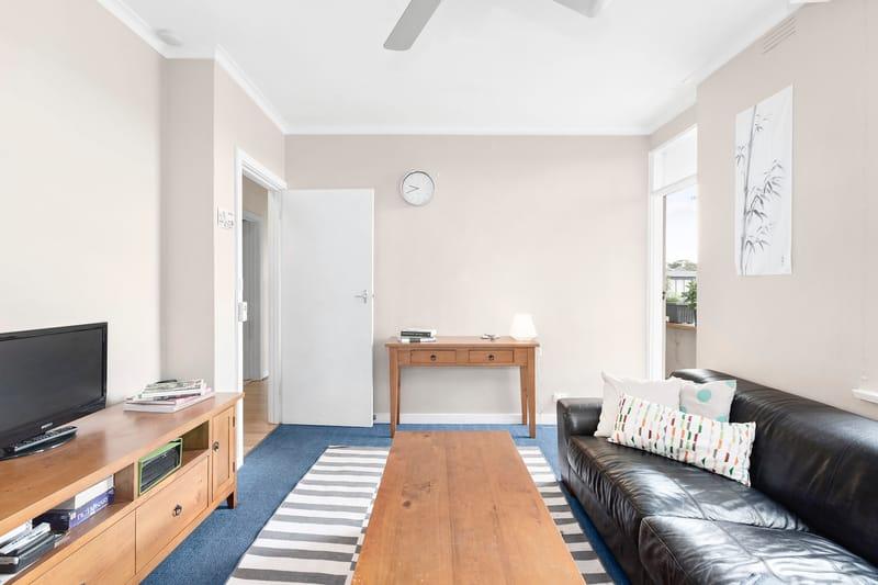 5-109-ross-street-port-melbourne-student-accommodation-Melbourne-Living-Area-1-Unilodgers