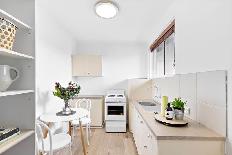 5-109-ross-street-port-melbourne-student-accommodation-MelbourneKitchen--Unilodgers