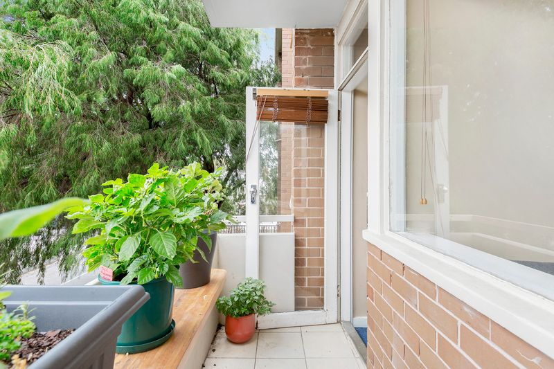 5-109-ross-street-port-melbourne-student-accommodation-Melbourne-Balcony-Unilodgers