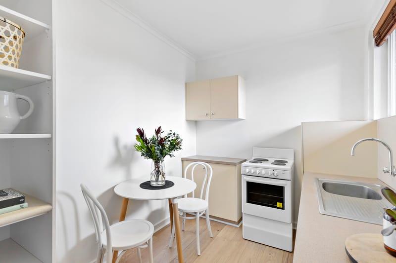 5-109-ross-street-port-melbourne-student-accommodation-Melbourne-Kitchen-1-Unilodgers