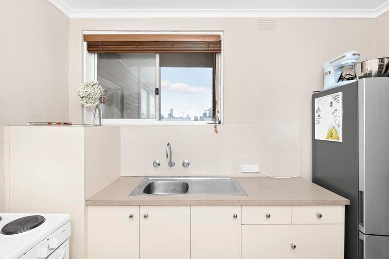 5-109-ross-street-port-melbourne-student-accommodation-Melbourne-Kitchen-3-Unilodgers