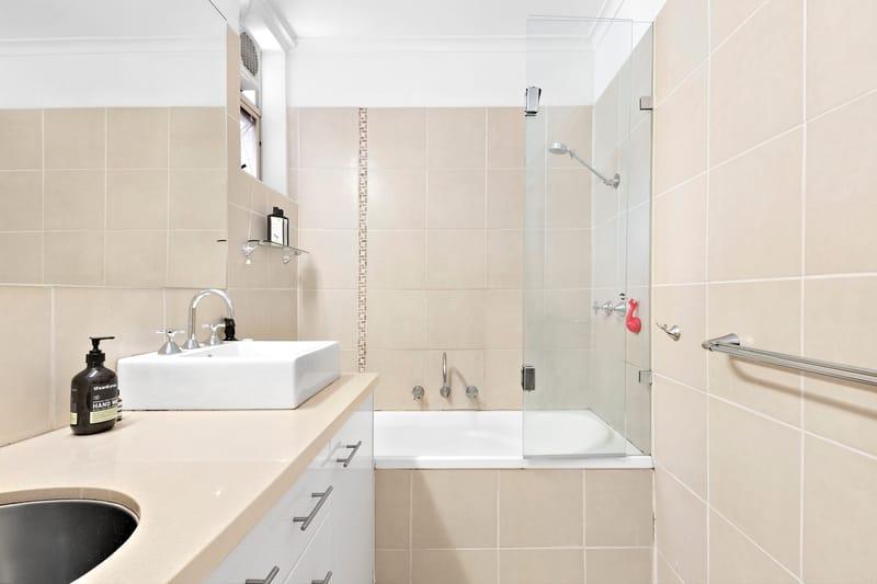 5-109-ross-street-port-melbourne-student-accommodation-Melbourne-Bathroom-1-Unilodgers
