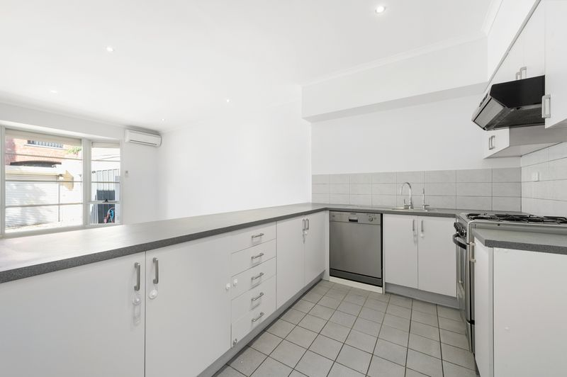 3-52-canning-street-carlton-student-accommodation-Melbourne-Kitchen-Unilodgers