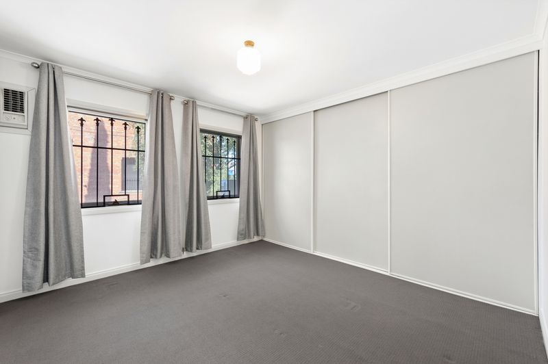 3-52-canning-street-carlton-student-accommodation-Melbourne-Bedroom-Unilodgers