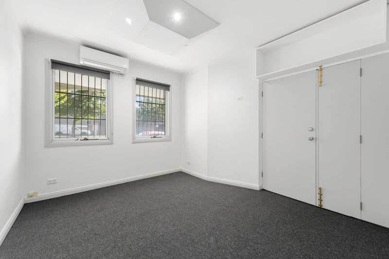 3-52-canning-street-carlton-student-accommodation-Melbourne-Bedroom-2-Unilodgers
