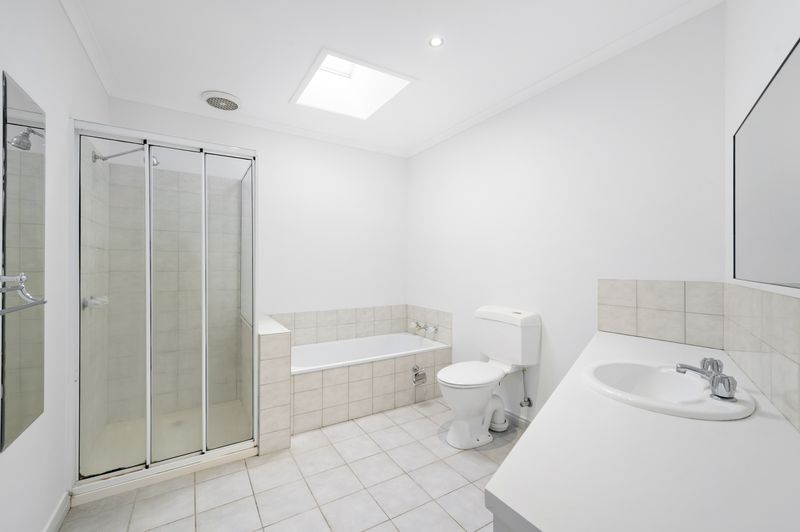 3-52-canning-street-carlton-student-accommodation-Melbourne-Bathroom-2-Unilodgers
