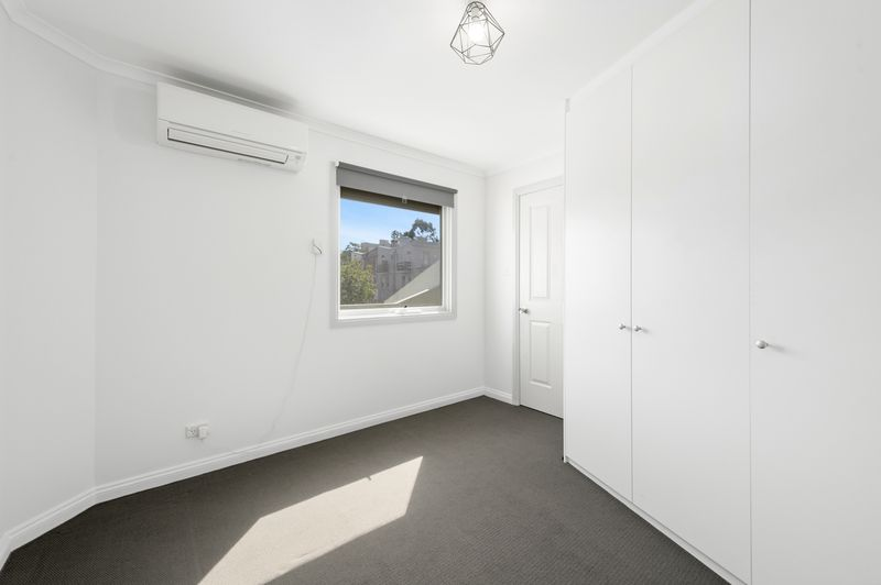 3-52-canning-street-carlton-student-accommodation-Melbourne-Bedroom-3-Unilodgers