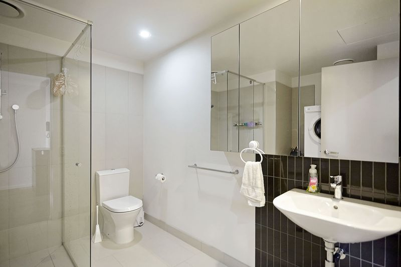 G05-86-canning-street-carlton-student-accommodation-Melbourne-Bathroom-Unilodgers