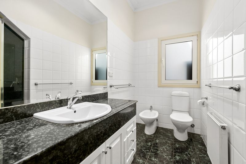15a-patterson-street-middle-park-student-accommodation-Melbourne-Bathroom-Unilodgers