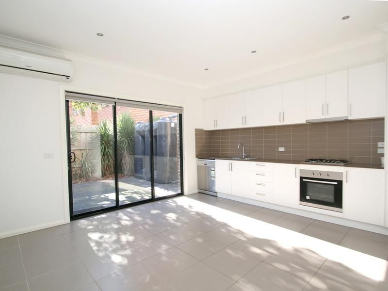 2-115-albion-street-brunswick-student-accommodation-Melbourne-Living-Area-Unilodgers
