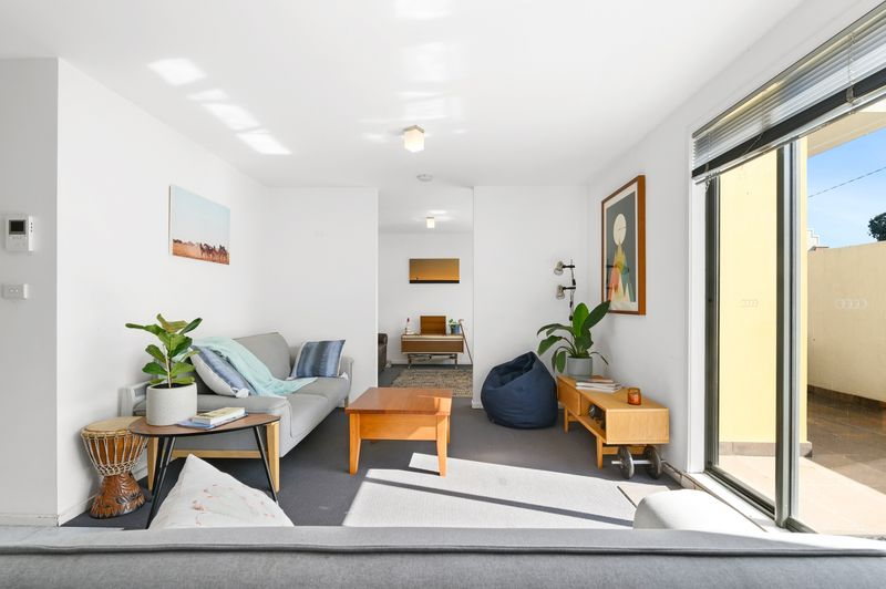 23-1-villiers-street-north-melbourne-student-accommodation-Melbourne-Living-Area-Unilodgers