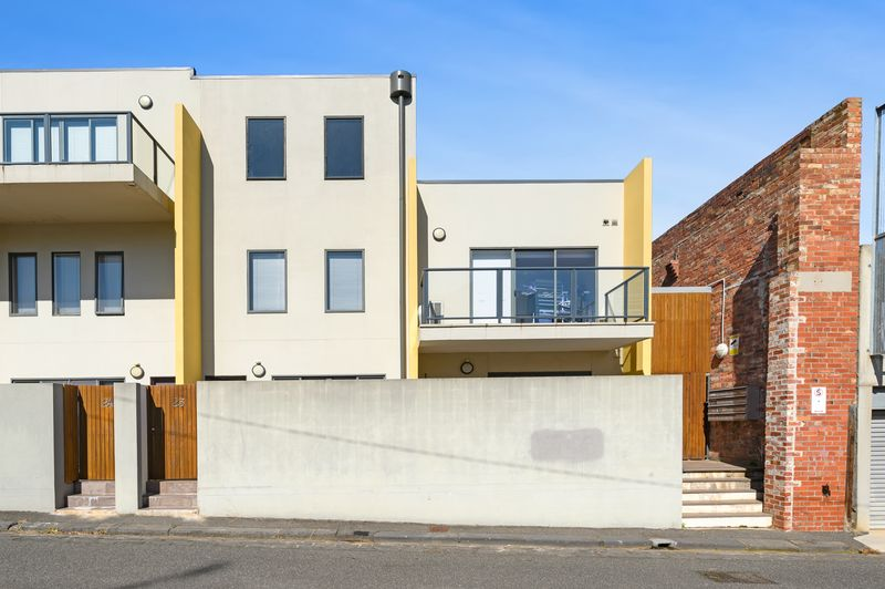 23-1-villiers-street-north-melbourne-student-accommodation-Melbourne-Outdoor-Unilodgers