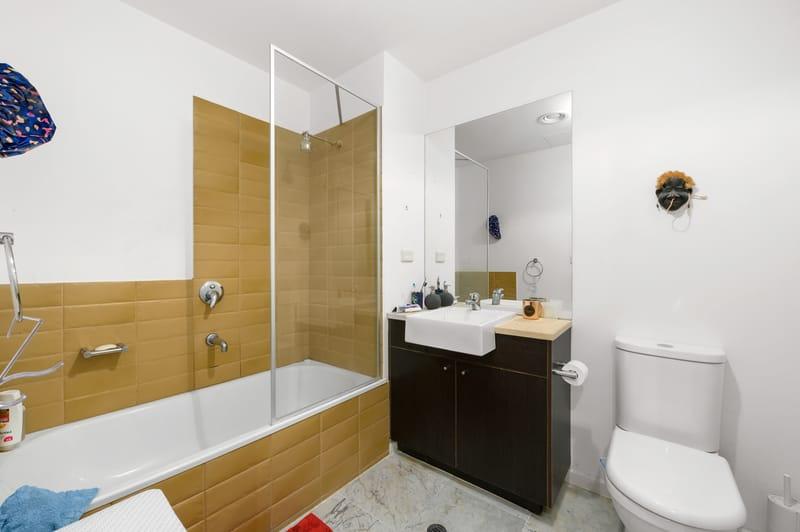 23-1-villiers-street-north-melbourne-student-accommodation-Melbourne-Bathroom-Unilodgers