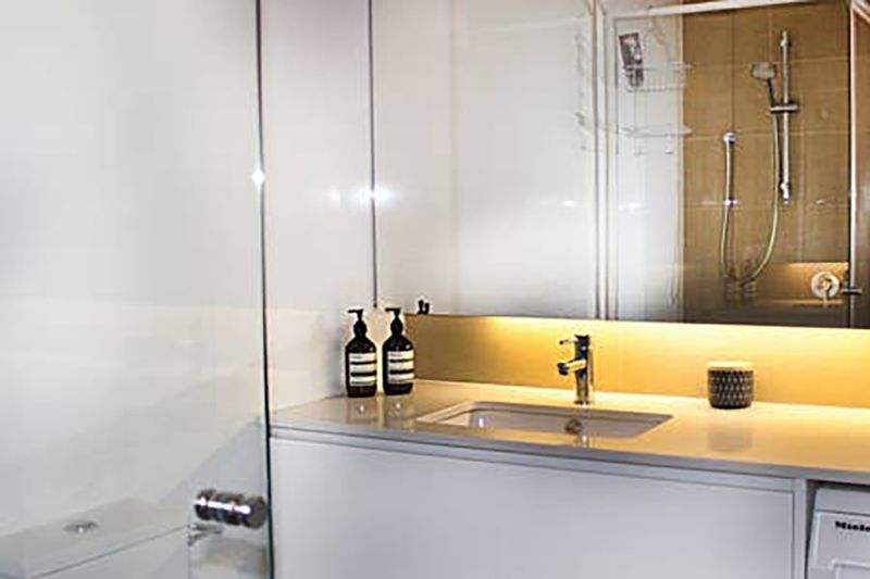 202-704-victoria-street-north-melbourne-student-accommodation-Melbourne-Bathroom-Unilodgers